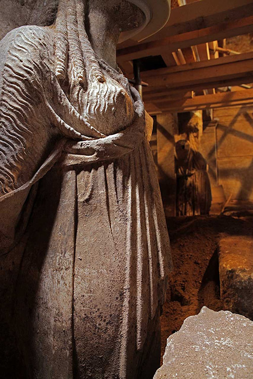 Amphipolis karyatid full 2
