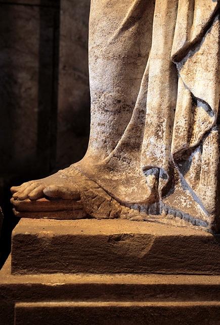 Karyatid full Amphipolis1