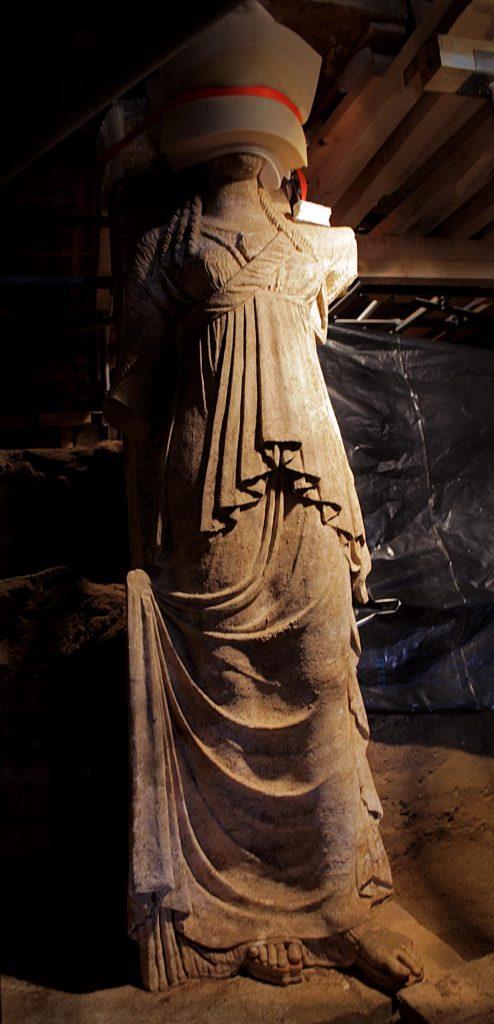 Karyatid full Amphipolis4